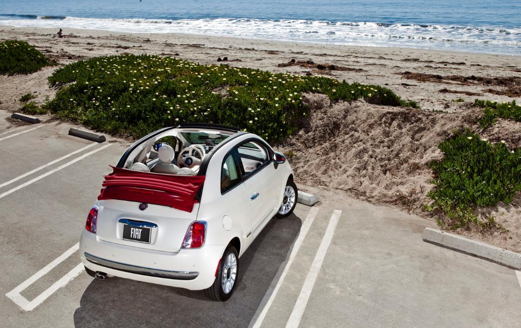 Fiat500 cabrio por Ibiza imagen playa