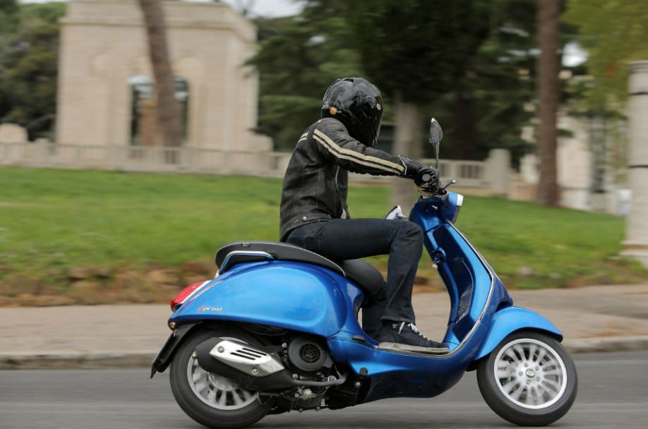Prueba conducción Vespa 125 cc por Ibiza