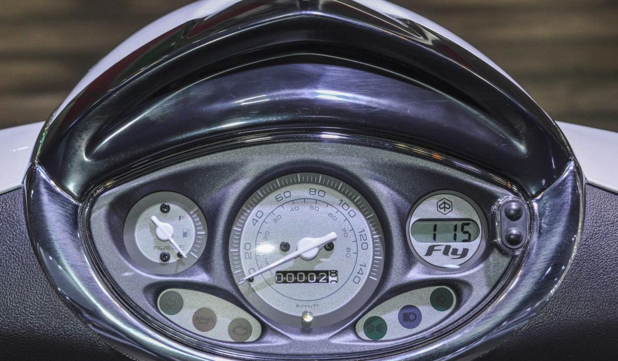 Prueba Piaggio FLY 125CC cuadros de mandos por Ibiza