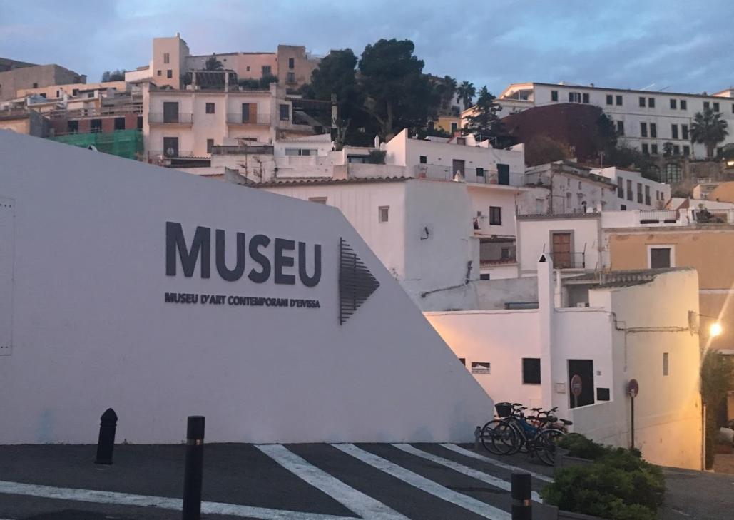 Descubre los museos de Ibiza rent a car