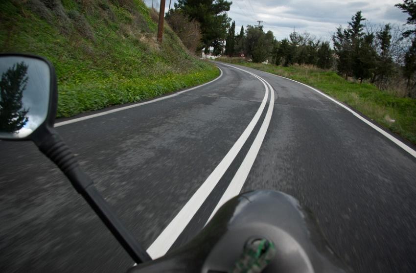 como circular en moto con lluvia por Ibiza