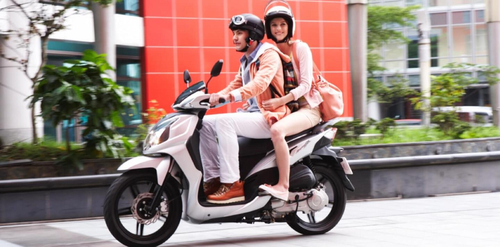Conduccion con acompañante en moto