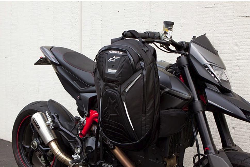 Mochila equipación  alquiler moto ibiza
