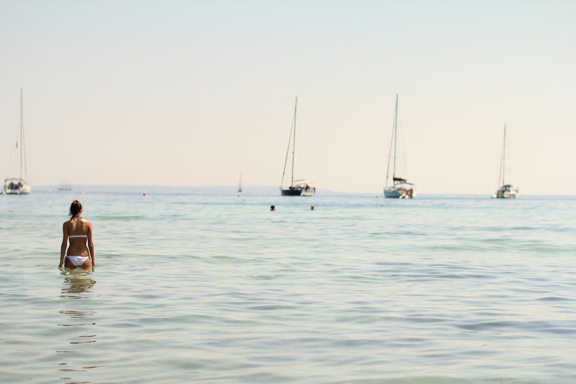 Disfruta de las playas en Semana santa rent a car Ibiza