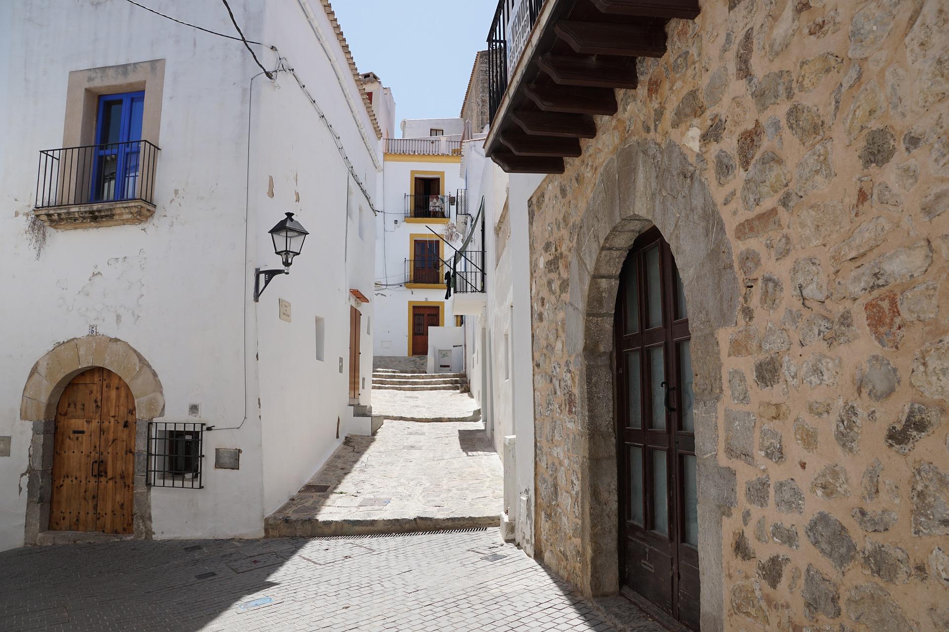 Disfruta de la Semana santa rent a car Ibiza
