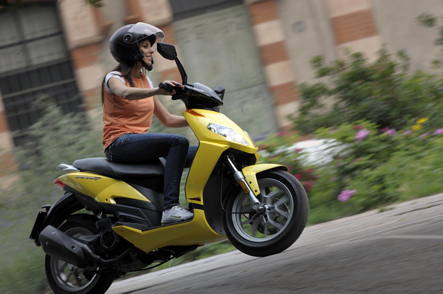 Aprilia Sportcity alquiler moto Ibiza