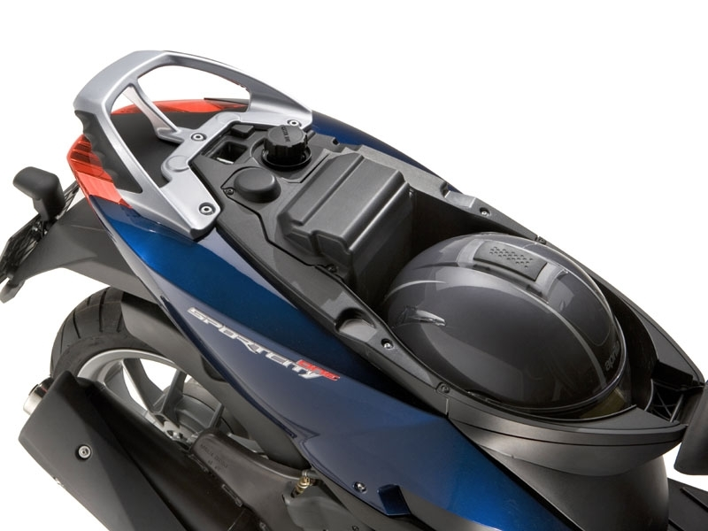 Maletero Aprilia Sportcity alquiler moto Ibiza