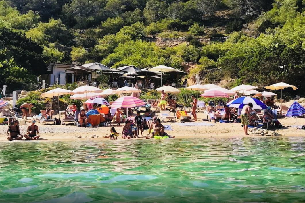 Chiringuito cala d'en Serra Rent a car Ibiza
