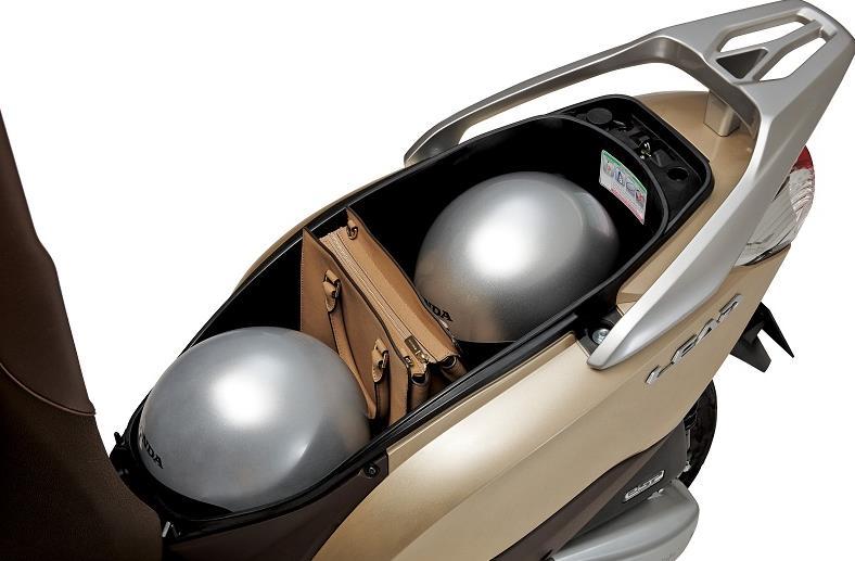 Honda Lead 125 maletero alquiler moto Ibiza