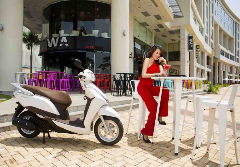 Honda Lead 125 descubre Ibiza alquiler moto Ibiza