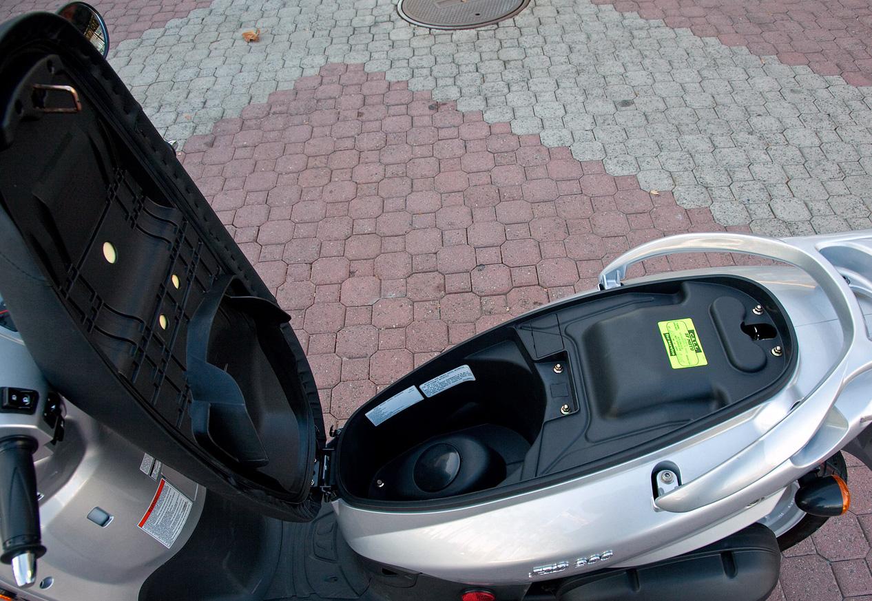maletero SYM HD alquiler moto Ibiza