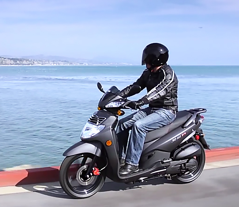 Acabados SYM HD alquiler moto Ibiza